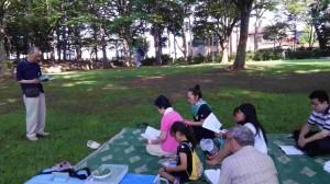 近くの公園で朝の礼拝_compressed